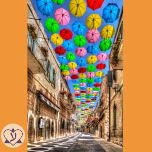 Изучаем тонкости иврита. Как правильно сказать «идет по улице» на иврите?